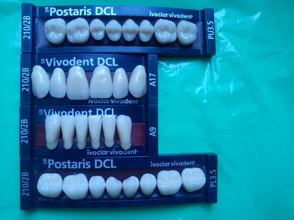Полный гарнитур пластмассовых зубов